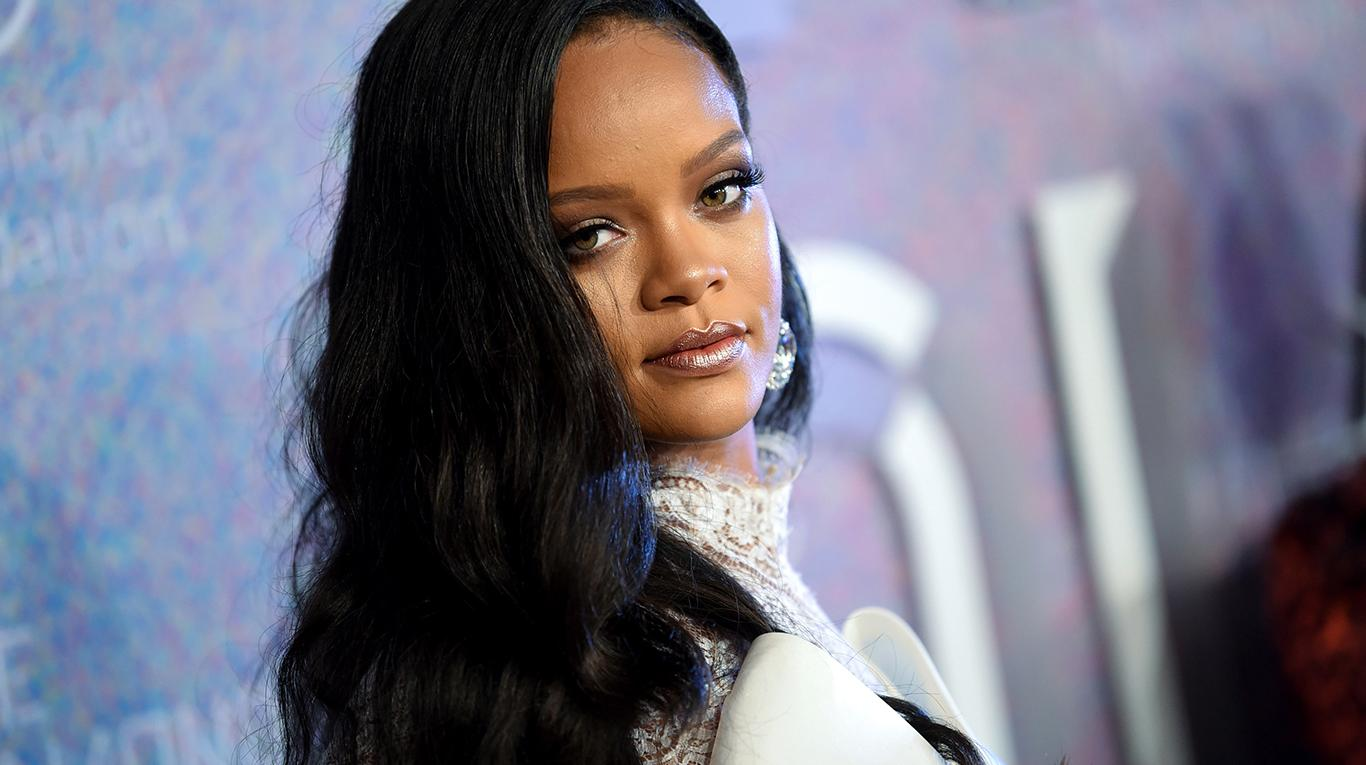 Rihanna dona cinco millones de dólares para combatir el coronavirus.