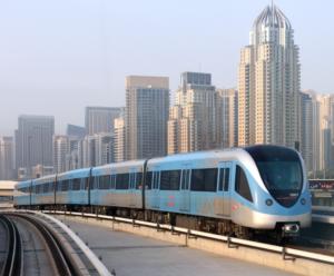 Moderno metro de Dubái