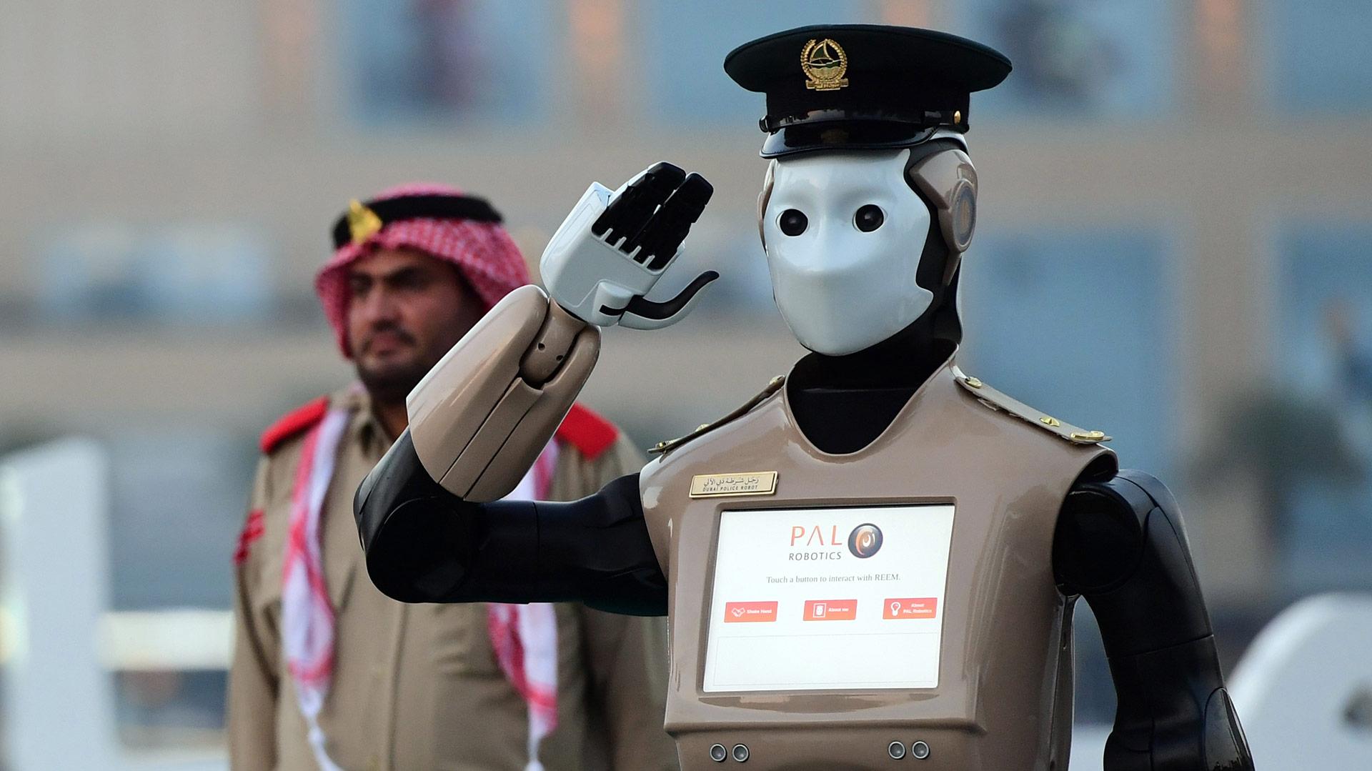Robot policía de Dubái