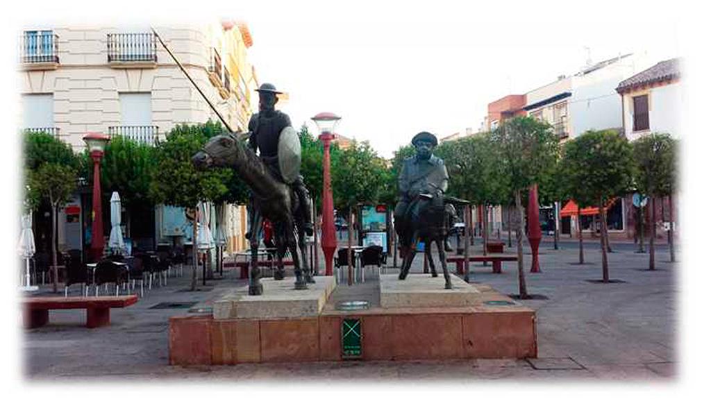 El astuto hidalgo cabalga por Plaza de España